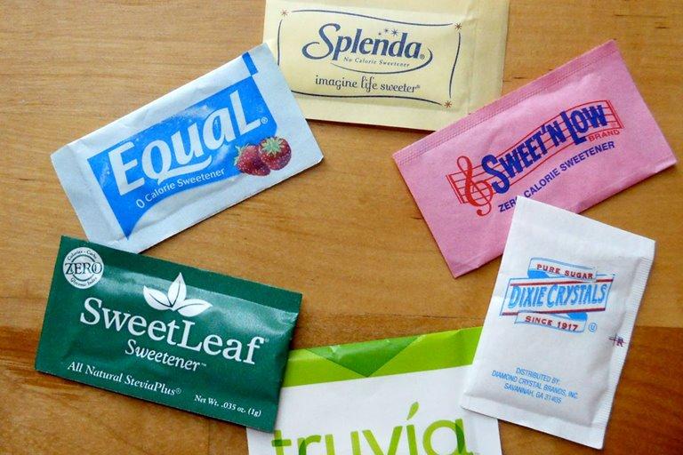 آیا شیرینکنندههای غیرطبیعی برای سلامتی مضرند؟