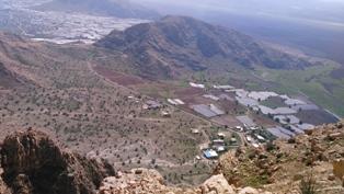 تصویر از ارتفاعات شمال غربی مشرف به دریاچه پریشان گرفته شده