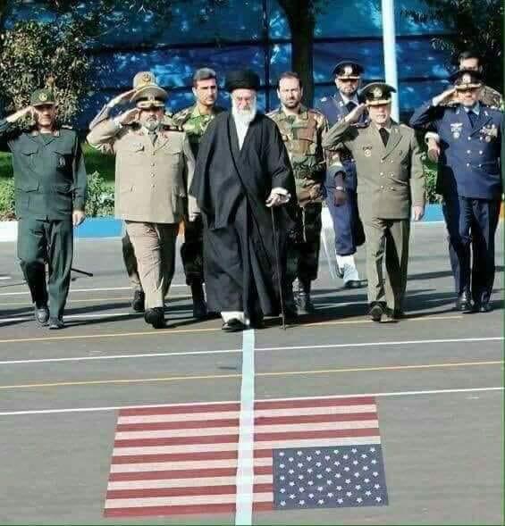اینک زمانی است که خداوند لطف و رحمت خود را شامل انقلاب اسلامی ما کرده است تا نشانه هائی از عظمت خود را بر ما نمایان سازد