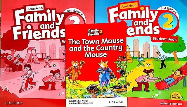 مجموعه فمیلی اند فرندز در یک قاب (کتاب دانش آموز، کتاب کار، کتاب داستان *موش شهری و موش روستایی*)