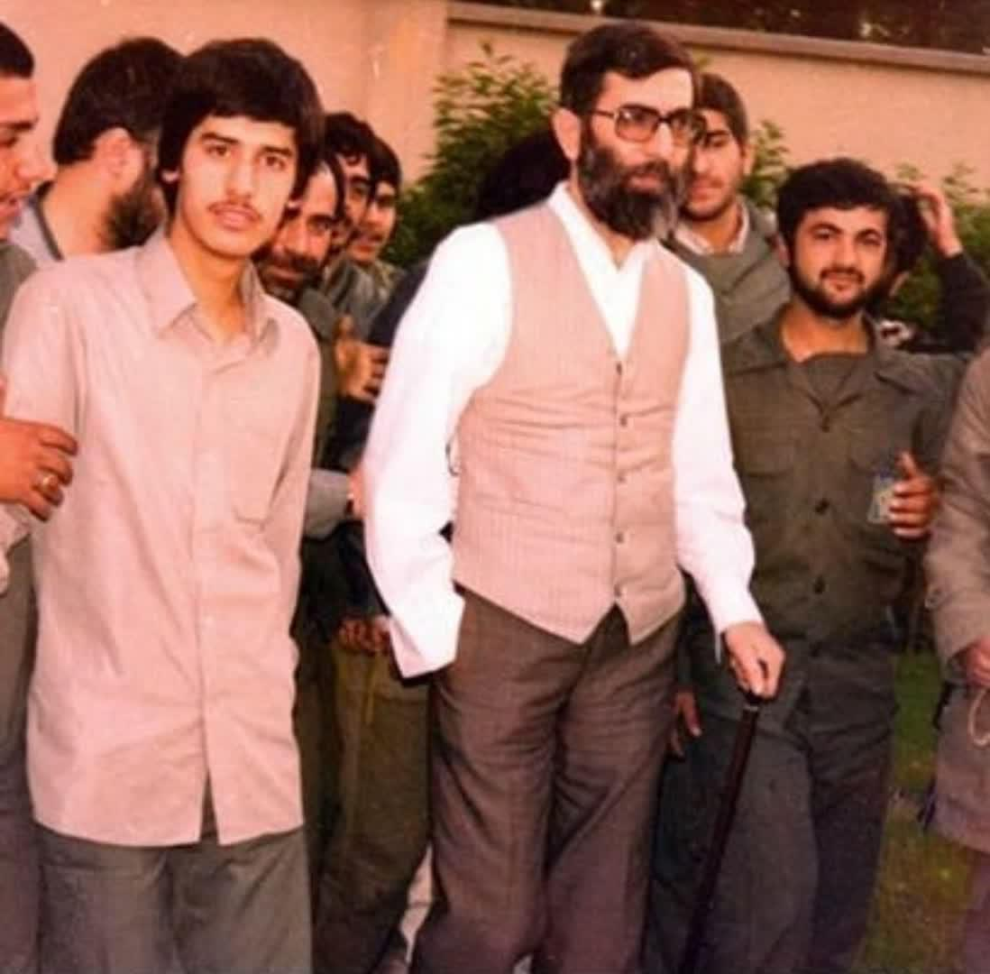 در تاریخ انقلاب اسلامی ایران روسای جمهوران زیادی آمدند و رفتند بعضی از آنها یا شهید شدند یا قهرمان شدند یا فراری و خائن شدند و رئیس جمهورانی هم بودند که یا بی آبرو شدند و مُردند و یا اینکه مُردند و آبرویشان هم رفت