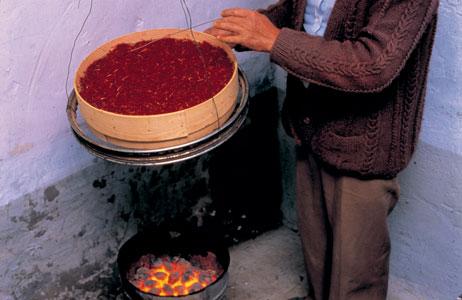 خشک کردن زعفران با اتش